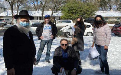 Chabad Volunteers Brave Treacherous Roads to Deliver Necessities During Winter Storm